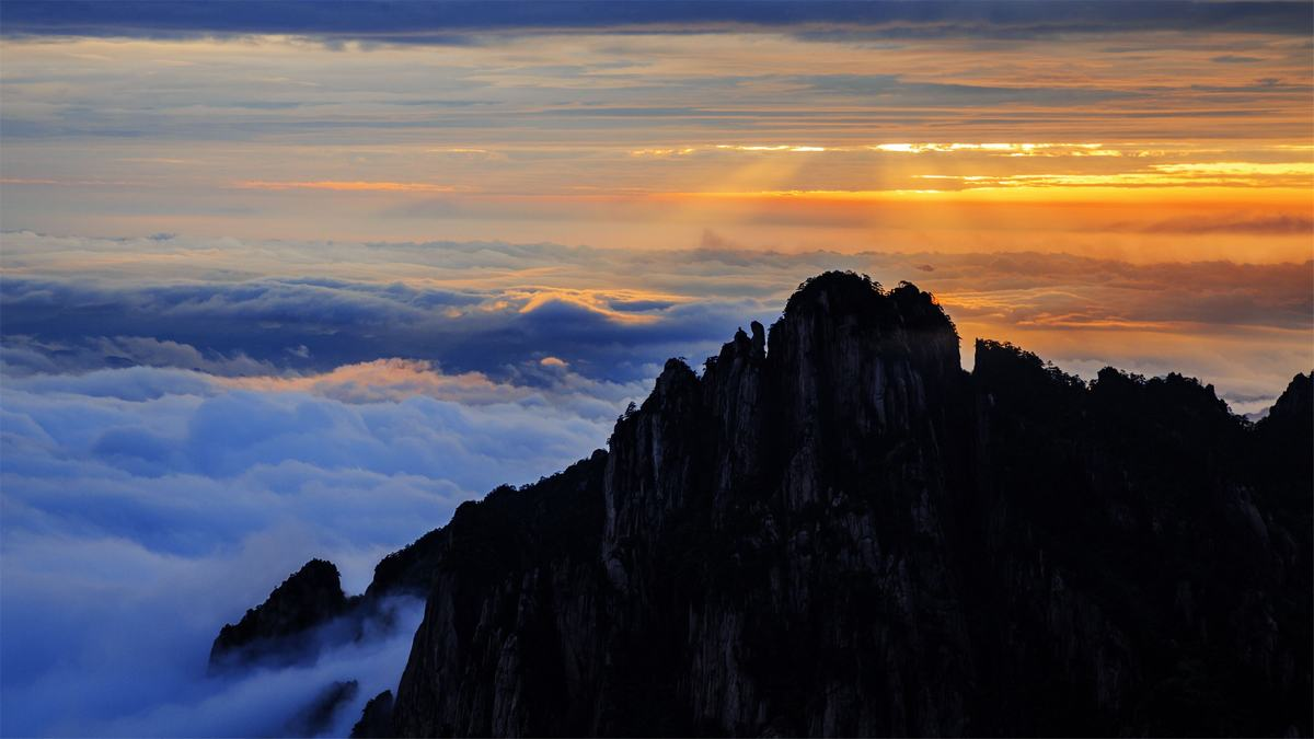Sea of Clouds in Huangshan Mountain