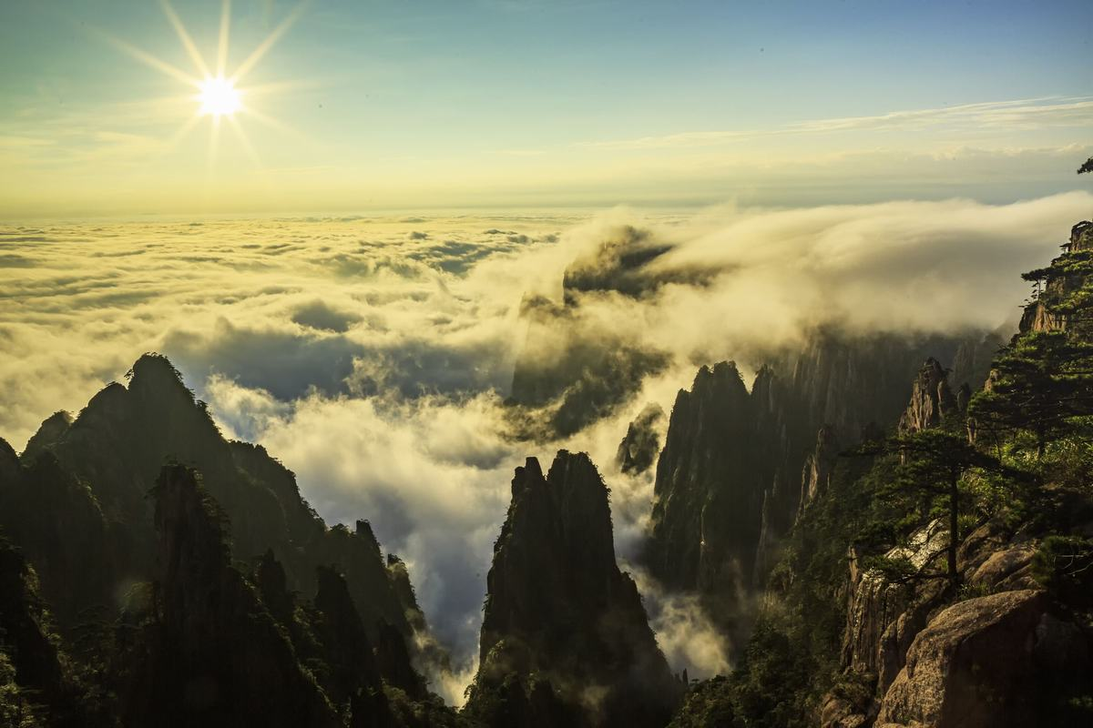 Sea of Clouds in Huangshan Mountains